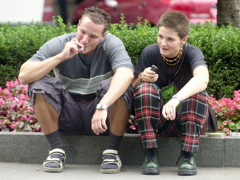 Pokuřující mládež. Ilustrační fotografie.