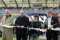 Slavnostní přestřížení pásky: zleva Zdeněk Fink, Miroslav Pelta, Václav Pilař a Richard Jukl.