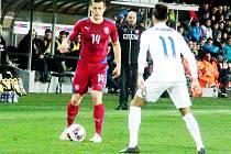 Přátelské fotbalové utkání Česká republika U21 vs. Anglie U21 - Tomáš Holeš (v červeném).