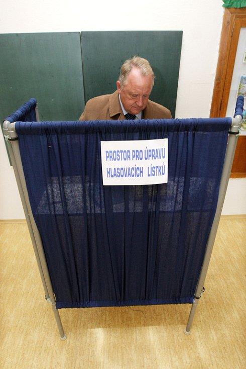 Volby do krajského zastupitelstva a do Senátu v krajském městě Hradci Králové. Na snímku hejtman Královehradeckého kraje Pavel Bradík.