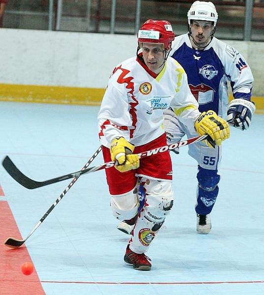 Semifinálová série hokejbalové extraligy mezi týmy Hradce Králové a Ústí nad Labem je po dvou zápasech na východě Čech vyrovnaná.