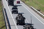 Armádní konvoj projížděl královéhradeckým krajem.