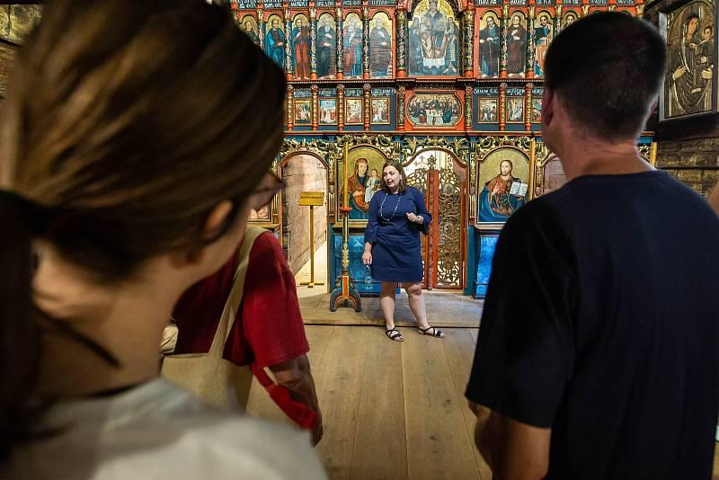 Restaurovaný kostel sv. Mikuláše v Jiráskových sadech v Hradci Králové.