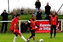 Kopeme za fotbal s Gambrinusem: SK Neděliště - FC Hradec Králové.