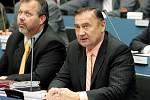 Na prvním jednání zastupitelstva Královéhradeckého kraje byl Vladimír Dryml (vpravo) zvolen prvním náměstkem hejtmana