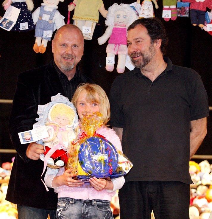 Soutěž Miss panenka pořádal už počtvrté Český rozhlas Hradec Králové jako součást projektu UNICEF. Nazván je  Adoptuj panenku a zachráníš život dítěti.