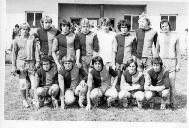 Dorostenci fotbalového mužstva, které bylo vobci založeno roku 1971.Oddíl se pravidelně účastní organizovaných soutěží vokrese.