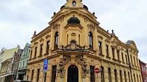 Do historické budovy v Tomkově ulici se nastěhuje biskupské gymnázium.