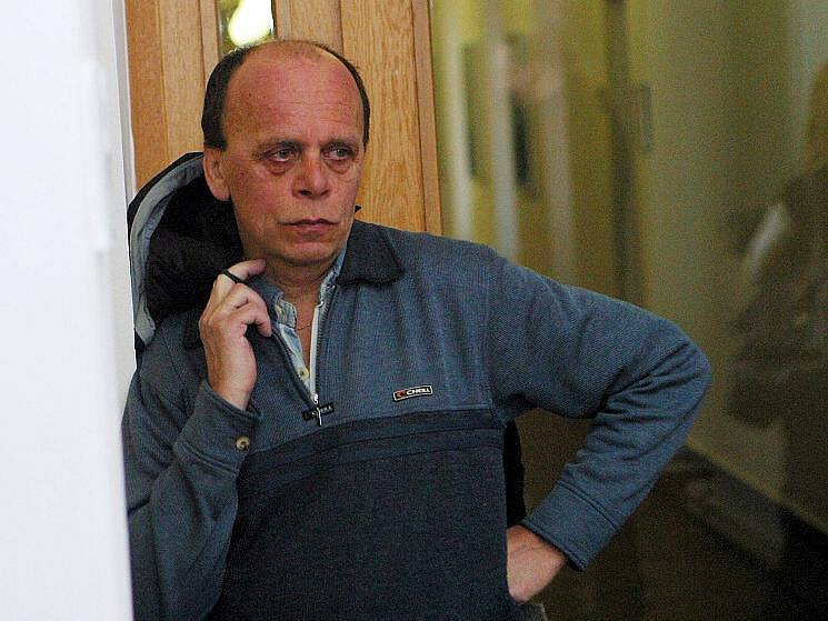 Jan Dürrer si po dlouhých sedmi měsících může vyzvednout na záchytném parkovišti na letišti své auto. A nezaplatí ani korunu za odtah nebo parkování. U okresního soudu zvítězil nad firmou Atol.