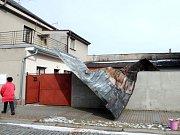 Spadlá střecha v Novém Bydžově.