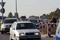 Na silnici poblíž ČKD se tvoří kolony
