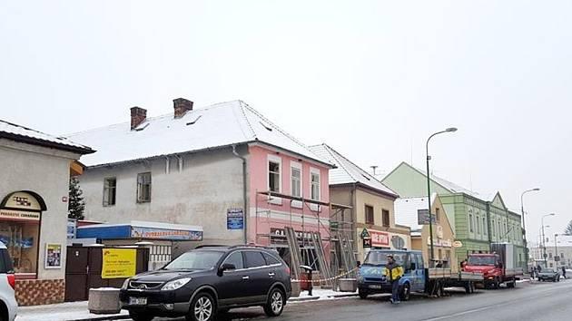 Dům na chlumeckém náměstí před zbouráním.