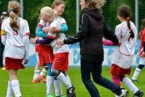 Hradecký tým při finálovém turnaji mistrovství České republiky fotbalových dívčích přípravek.