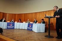 Krajské politické špičky diskutovaly živě v úterý 20. dubna pro Radiožurnál Českého rozhlasu.