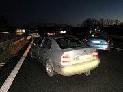 Hromadná dopravní nehoda na silnici I/37 mezi Hradcem Králové a Pardubicemi.