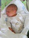 MIKULÁŠ JIROUŠEK se narodil 23. července ve 3.52 hodin. Měřil 51 cm a vážil 3580 g. Potěšil rodiče Sylvii Antošovou a Pavla Jirouška z Nového Bydžova. Doma se těší sourozenci Andrea a Filip.