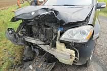 Čelní střet skončil naštěstí jen jedním lehkým zraněním.
