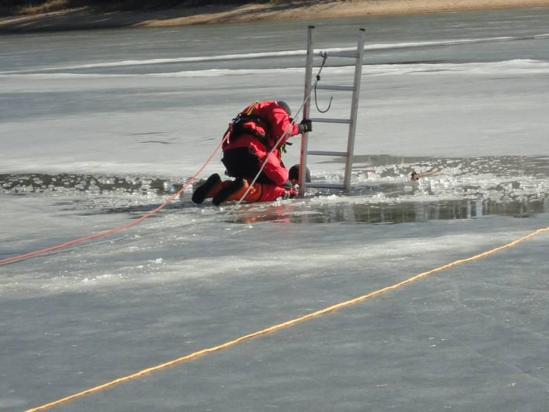 Cvičení hradeckých hasičů