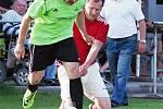Jediná branka rozhodla víkendový duel III. třídy, v němž Lovčice (v zeleném) porazily béčko hradecké Lokomotivy 1:0.