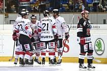 Spengler cup 2016. Hradec (v tmavém) skončil po výprasku od výběru Kanady.