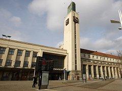 Budova hlavního nádraží v Hradci Králové.