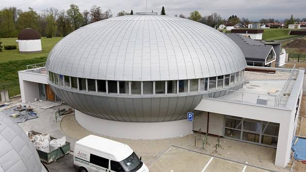 Stavební práce na digitálním planetáriu v Hradci Králové.