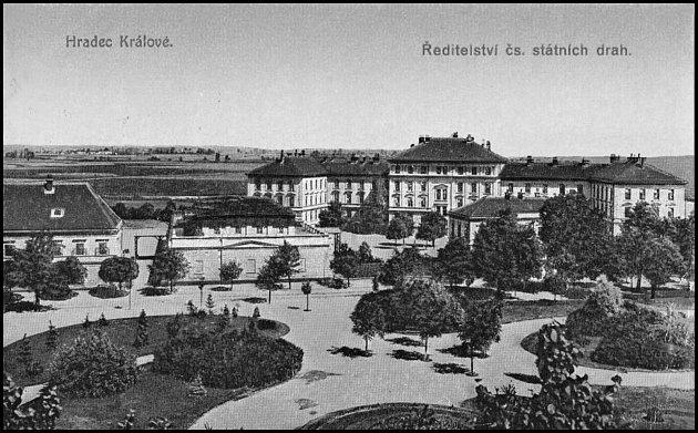 Hradecká kasárna vedle městských sadů.Později ředitelství Čs. státních drah.