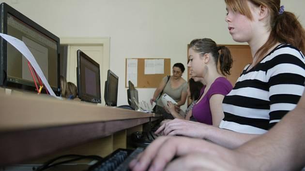 Hradecká juniorka - soutěž studentů v psaní na klávesnici.