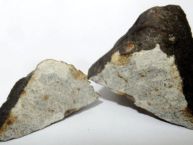 Nalezený spadlý meteorit.