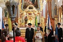 Dobrovolní hasiči za Sovětic pokřtili nový prapor.