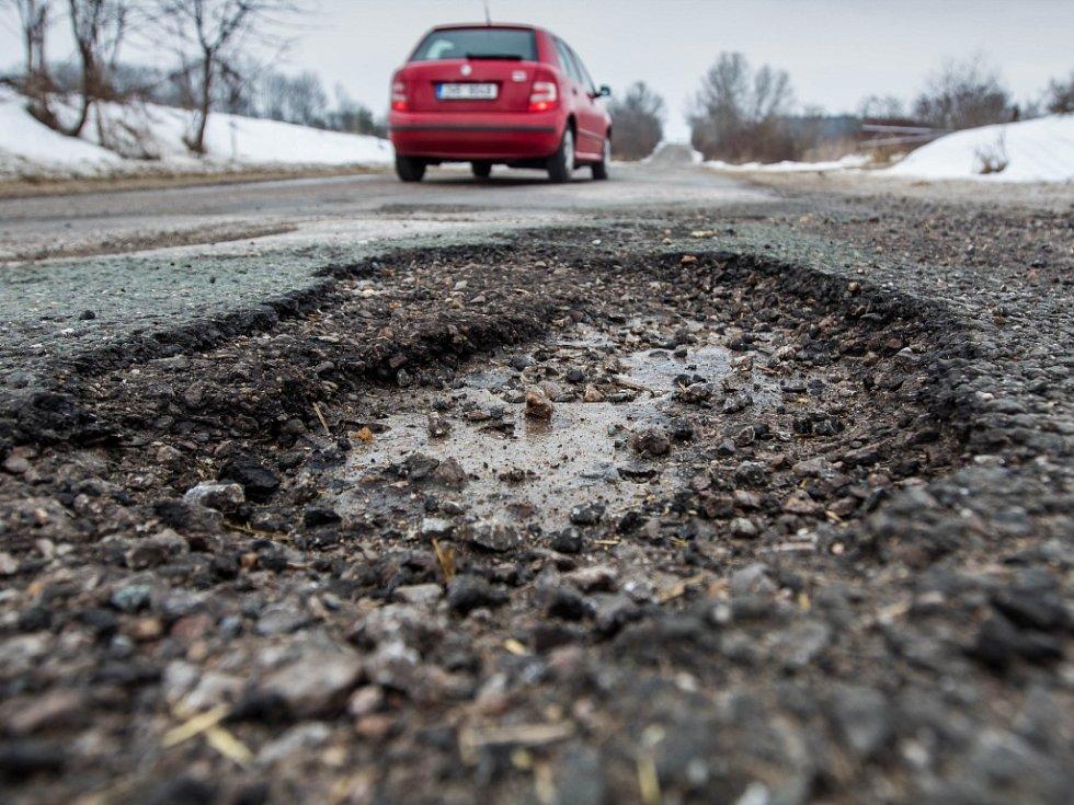 Rozbité silnice na Královéhradecku.