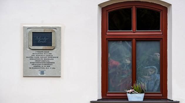 V Černilově na Královéhradecku odhalili 13. října 2021 pamětní desku věnovanou Bohuslavu Horákovi, osobnosti protinacistického a protikomunistického odboje v Československu a manželovi popravené političky Milady Horákové.