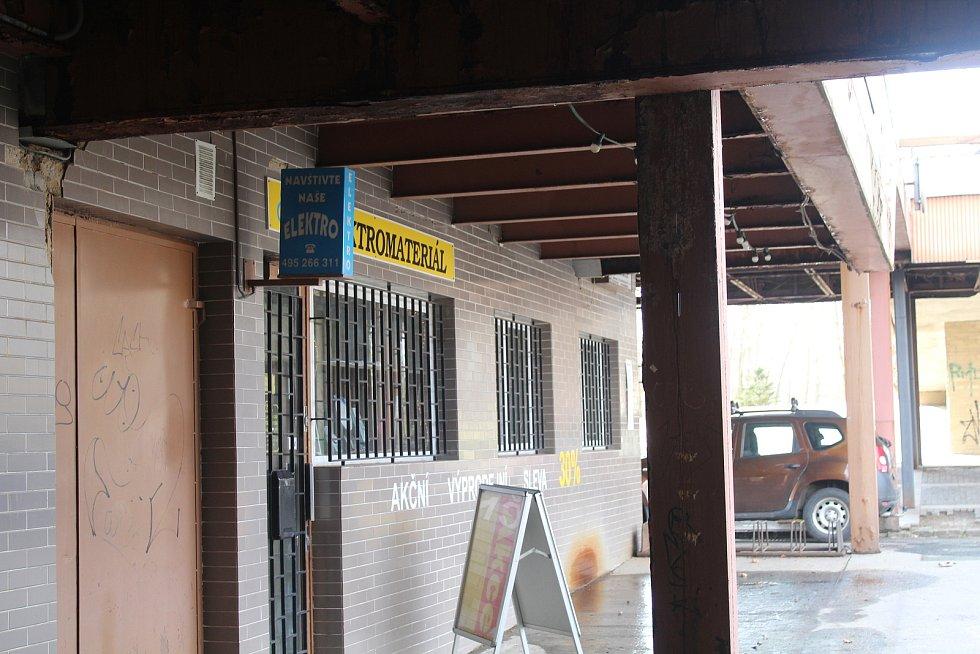 Prostory této prodejny bude muset majitel elektroobchodu kvůli revitalizaci Benešovy třídy opustit.