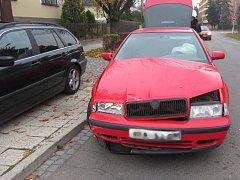 Dopravní nehoda dvou osobních automobilů v hradecké Spořilovské ulici.