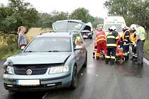 Nehoda tří automobilů na silnici I/35 u Holic.