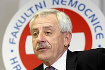 Ministr zdravotnictví Leoš Heger navštívil 16. května Fakultní nemocnici v Hradci Králové
