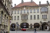 Hotel Okresní dům - secesní stavba architekta Jana Kotěry z roku 1904 v centru Hradce Králové.