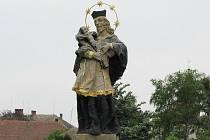 Socha sv. Jana Nepomuckého v Ohnišťanech, která byla postavena již v roce 1738 a od roku 2006 je státem chráněnou kulturní památkou
