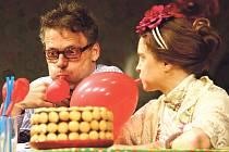 Po sobotní premiéře Jedlíků čokolády se Klicperovým divadlem rozléhal neutuchající a bouřlivý potlesk.
