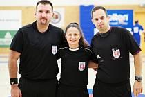 Trio rozhodčích (zleva) Kekelák, Kánská, Bečvář.