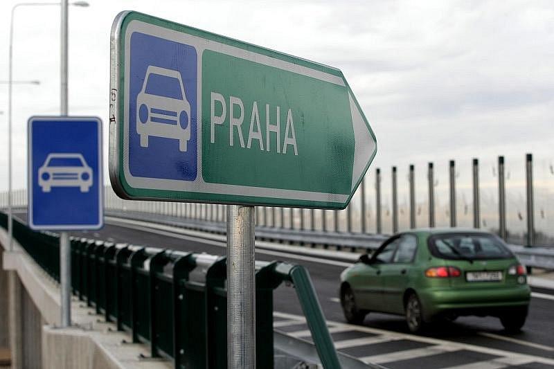 ČESKÝ UNIKÁT. Opatovická dálniční křižovatka patří k největším ve střední Evropě. Budovala se tři roky, s jejímí třetím patrem, nyní pouze naznačeným, se bude pokračovat příští rok.