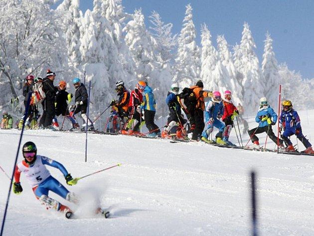 Lyžařské Skiinterkritérium v Říčkách v Orlických horách.