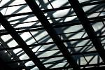 Rekonstruovaný strop hradeckého hlavního nádraží.