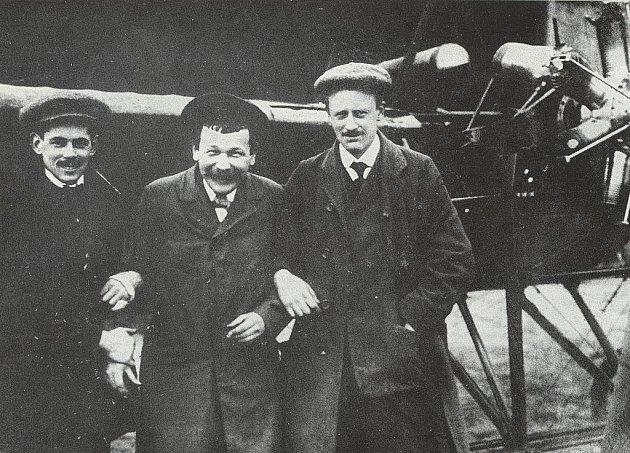 Z historie hradeckého letiště