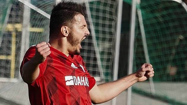 Libčanský Michael Hofman, nejlepší střelec tohoto ročníku KP (18 branek), se raduje z gólu do sítě Rychnova nad Kněžnou.