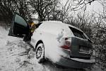 Dopravní situace v pátek 8. ledna 2010: U Třebechovic pod Orebem nepřizpůsobil řidič jízdu stavu vozovky a sjel do příkopu.