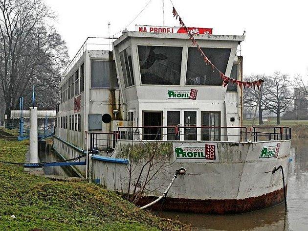 Loď Čechie v lednu 2011.