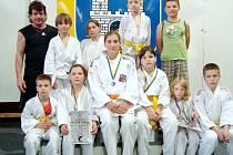 Úspěšná výprava mládežníků Judo Clubu Hradec Králové na turnaji v Michalovcích.