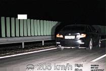 Speed Marathon: hříšníkovi na dálnici D11 naměřili rychlost 205 km/h.
