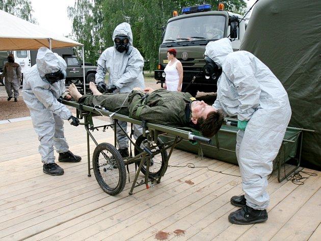 Cvičení na královéhradecké vojenské základně.